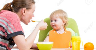 19203386-mother-spoon-feeding-her-baby-girl-stock-photo