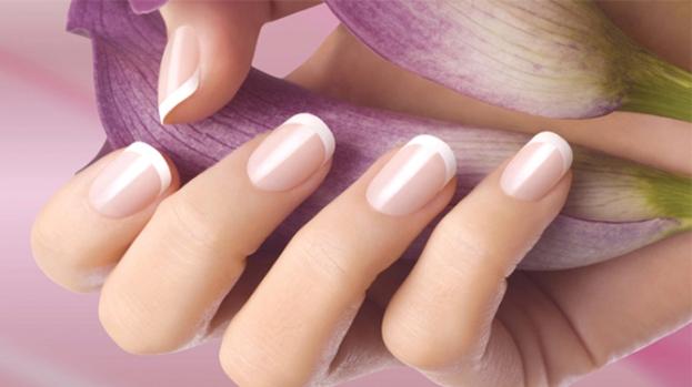 Французский-маникюр-на-короткие-ногти-варианты-создания-в-домашних-условиях