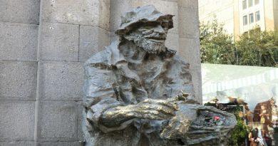 Karabala_statue_Yerevan_-_2
