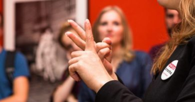 sign-language-750x430
