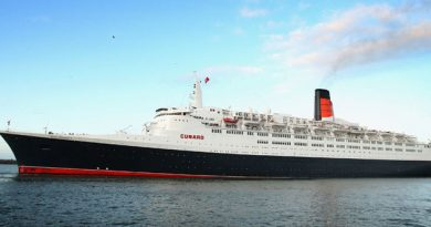 Queen-Elizabeth-II-ship