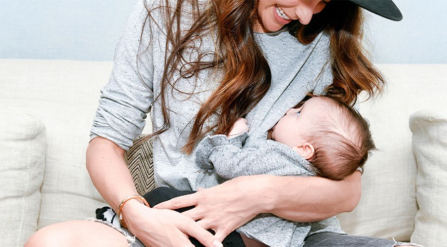 mommy-me-matching-outfit-baby-breastfeeding-2160x1200