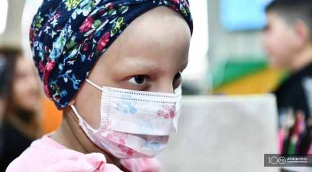 (Armenia) Ութամյա Էլենը հաղթահարել է քաղցկեղն ու վաղն արդեն կարթնանա տանը