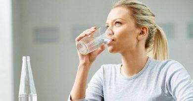 an70_woman_drinking_cup_of_water_732x549_thumb_jpg_25a60498b8c3d245250a13fb0c2b95be.thumb